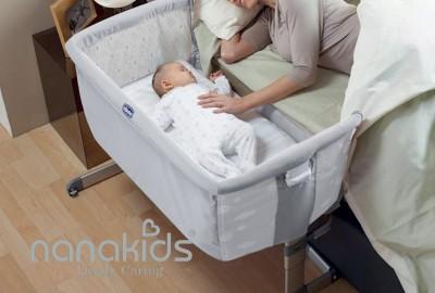 Vị trí ngủ của bé sau sinh có thể giúp mẹ dễ dàng chăm sóc trẻ.