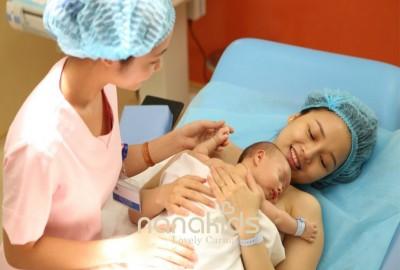 Áp dụng phương pháp da tiếp da ngay sau sinh, những lợi ích tuyệt vời mà mẹ dành cho bé.