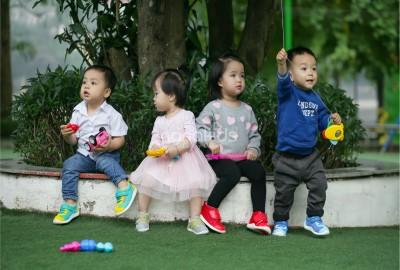 Nằm lòng những bí quyết bỏ túi sau đây để trẻ không mang giày dép ngược.