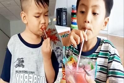 Có nên cho trẻ uống trà sữa không? Trà sữa lợi hay hại?