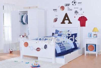 """Không thể thiếu giường ngủ cho bé đi kèm tủ đầu giường để phòng trẻ thêm """"trọn vẹn""""."""