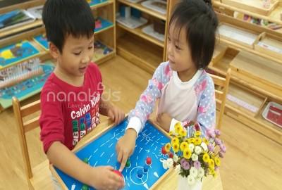 Cùng con thực hành Montessori mỗi ngày với 6 triết lý dễ thuộc.