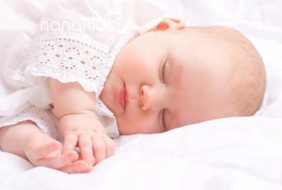 Phá vỡ những lời truyền miệng dân gian này để giúp bé ngủ ngon hơn.