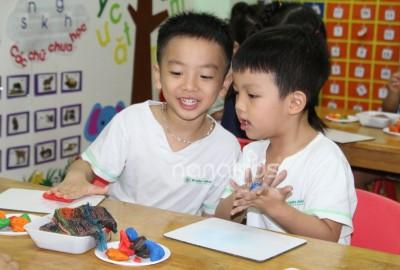 10 gợi ý Montessori phát huy kỹ năng vận động cho bé qua nghệ thuật.