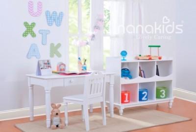 Thêm tiện ích cho góc học tập của trẻ với kệ sách thông minh bằng gỗ.