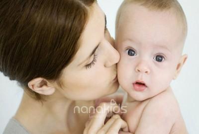 Hoạ từ miệng mà ra- Nguy hiểm không lường khi hôn trẻ nhỏ.