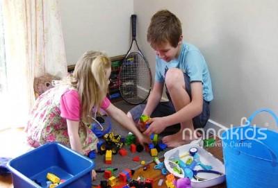 Dạy trẻ tự dọn dẹp đồ chơi khi chơi xong bằng phương pháp Montessori